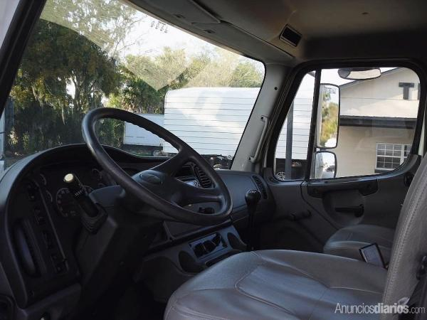2005 FREIGHTLINER BUSINESS CLASS M2 106 Stock# R2772 Debary Truck Sales - Camiones / Industriales - Panamá